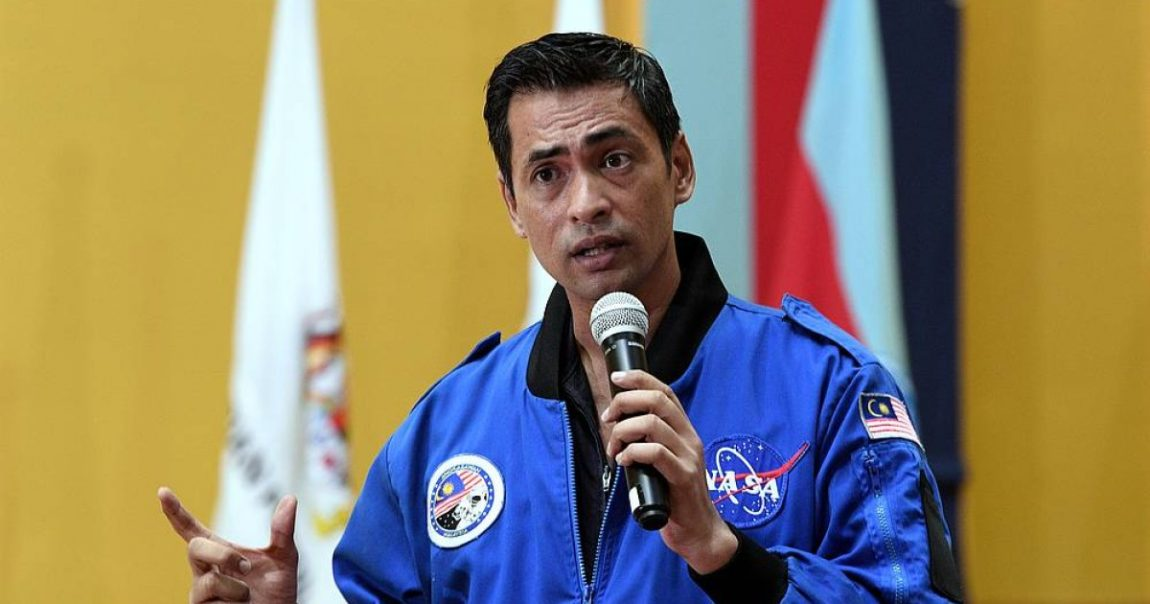 When once again, Angkasawan Dr Sheikh Muszaphar requires to social networks to show Earth is not flat