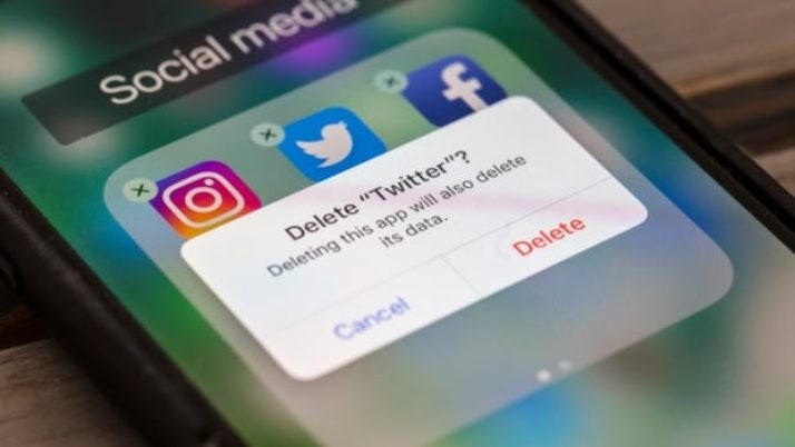 Would social networks be much better if we paid for it?|CBC News